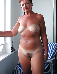 mature horny mom pics