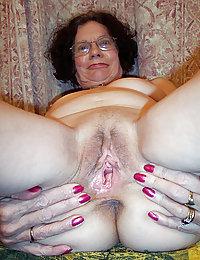 amateur wife submissive lesbian