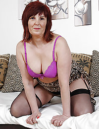 mature wife with hung strangers